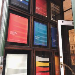 Fotografi af plakterne udstillet i Wilhelm Hansens Hus i København